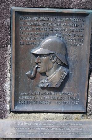 ライヘンバッハのふもとのホームズ銅板