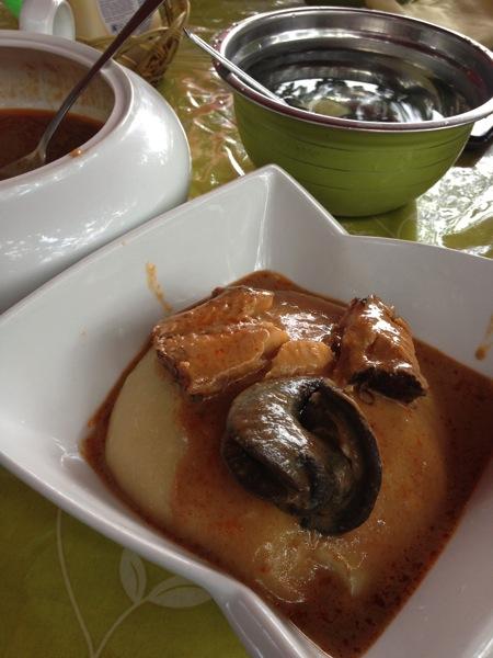 フーフーとグランナッツスープ、カタツムリと干し魚
