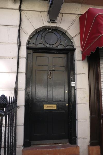 シャーロックの下宿のドア