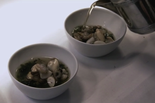 二枚貝のスープ