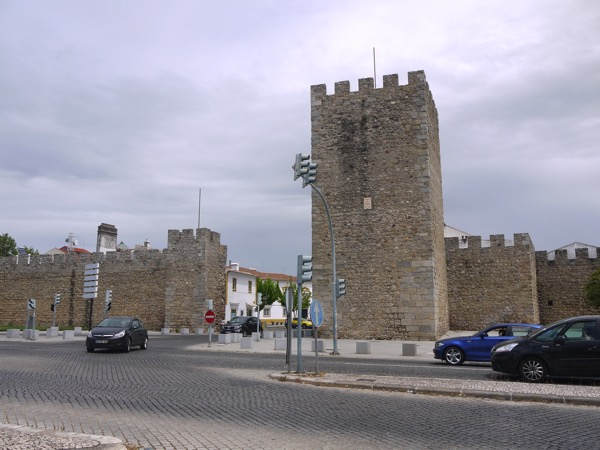 エヴォラの門