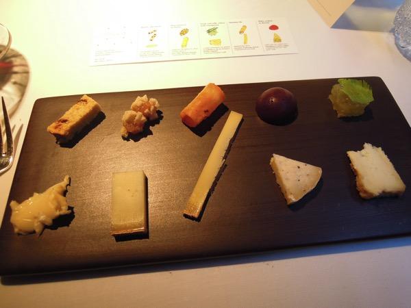 チーズとその付け合わせ、5種の組み合わせ