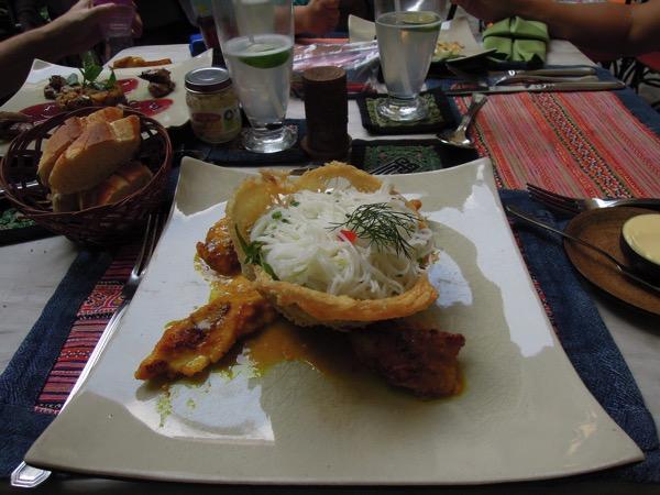 チャーカー風魚と米麺