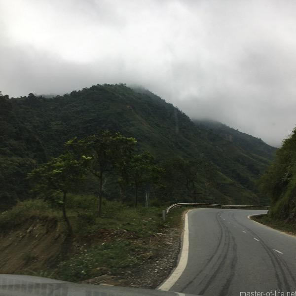 ベトナム山岳地帯道路