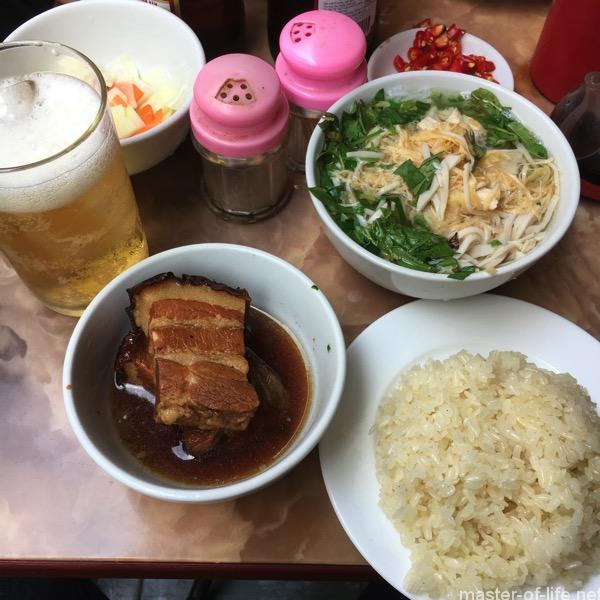 豚角煮とミニヌードル、もち米