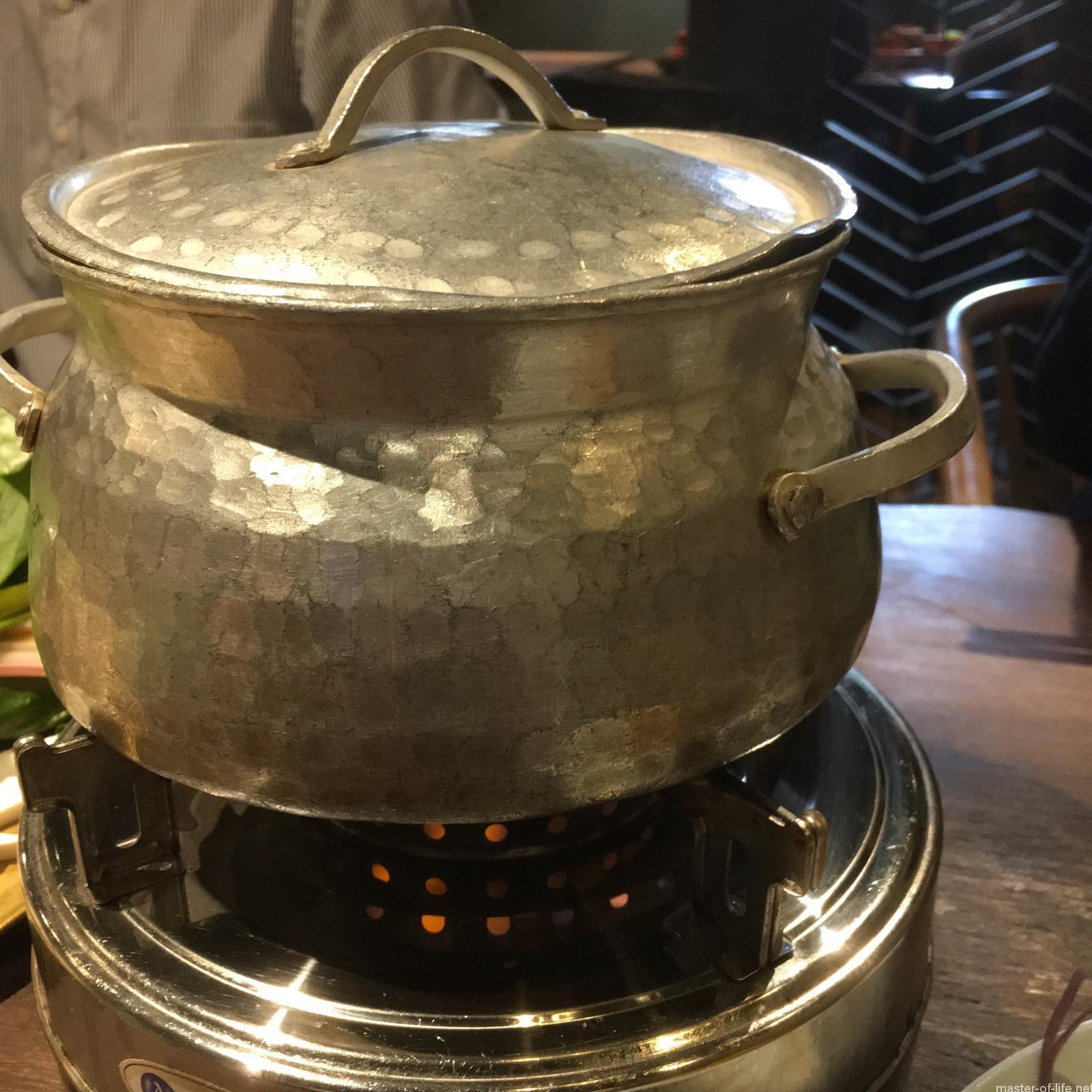 キノコ鍋の鍋