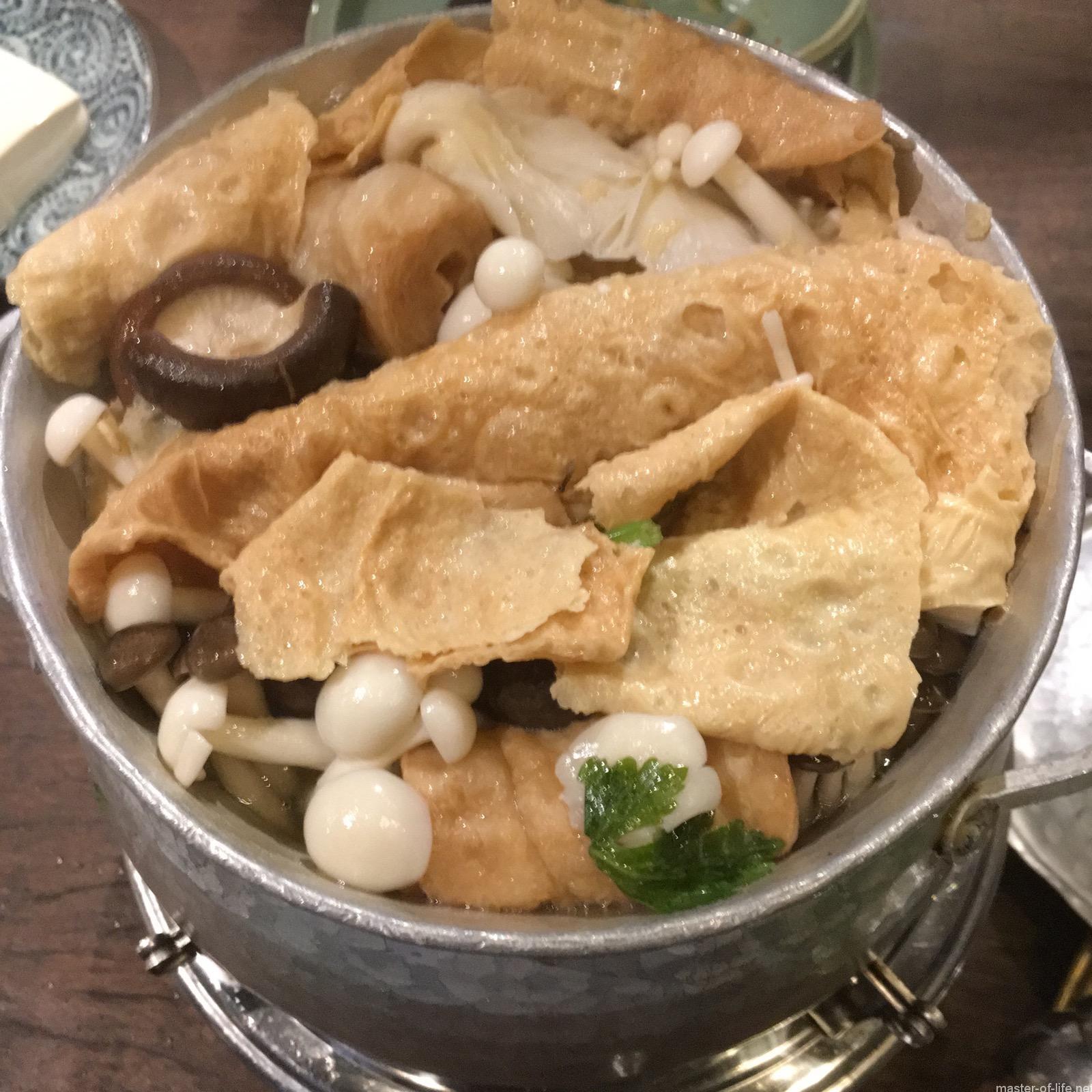 ウーダムチャイのキノコ鍋