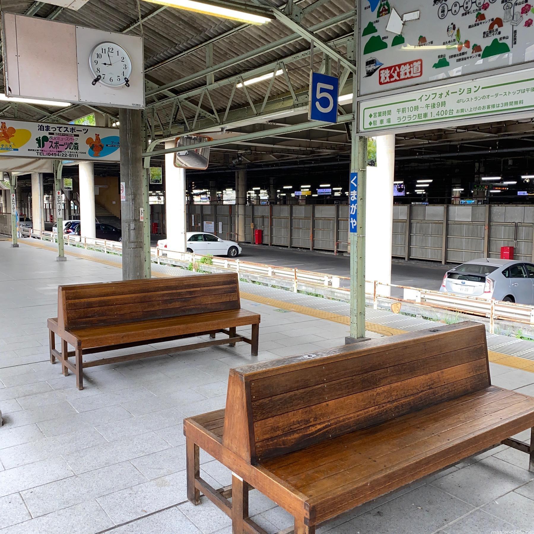 熊谷駅ベンチ